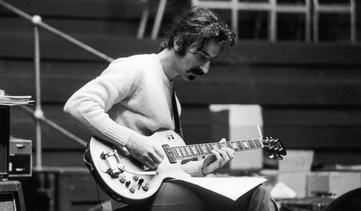 a biography of frank zappa the guitarist Biography: frank zappa from docuwiki  biography documentary hosted by peter graves  frank vincent zappa was an american composer, electric guitarist, record.